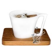 PĒCPUSDIENAS KAFIJA ar pienu un kanēli: sojas vaska svece porcelāna krūzīte uz koka paliktņa
