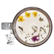 MEŽA OGAS: aromatizēta sojas vaska svece stikla krūzē ar romantisku ornamentu